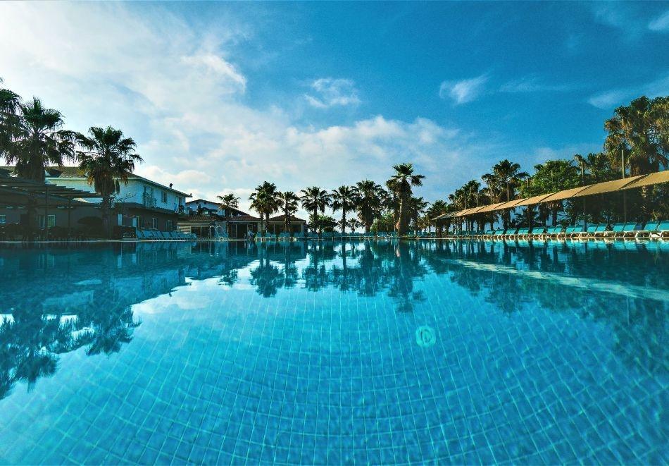 Почивка през октомври в хотел BELEK SOHO BEACH 5*, Белек, Турция! 7 нощувки на човек на база Ultra Аll Inclusive! Дете до 11 г. безплатно! Собствен транспорт!