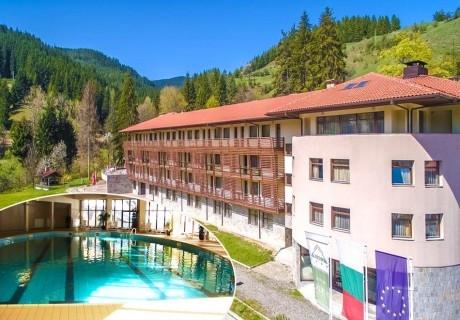 Нощувка на човек със закуска и вечеря + басейн и сауна от хотел Борика****, Чепеларе