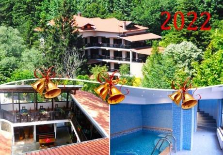 Нова Година до Троян! 3 нощувки на човек със закуски и вечери, едната празнична  + басейн в Семеен хотел Илинден, Шипково