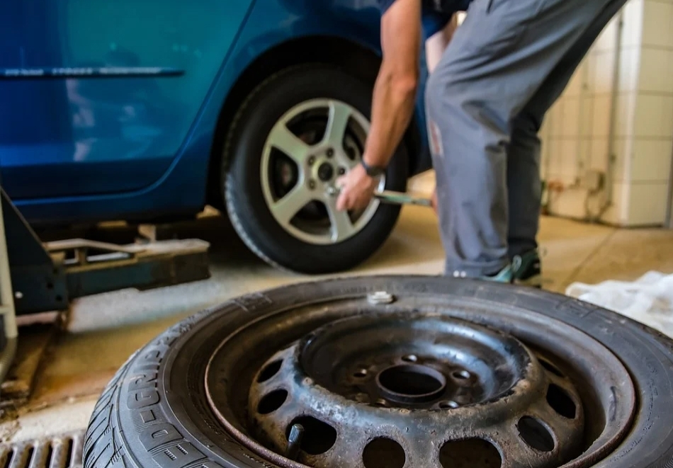 Смяна на 2 или 4 броя гуми + ПОДАРЪК вентили от AutoClimaMASTER в Люлин
