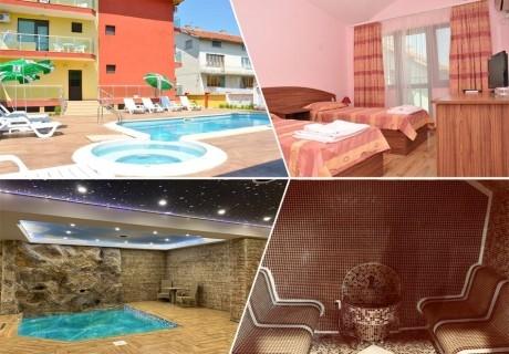 Нощувка на човек със закуска + вътрешен басейн и релакс зона в хотел Жаки, Кранево