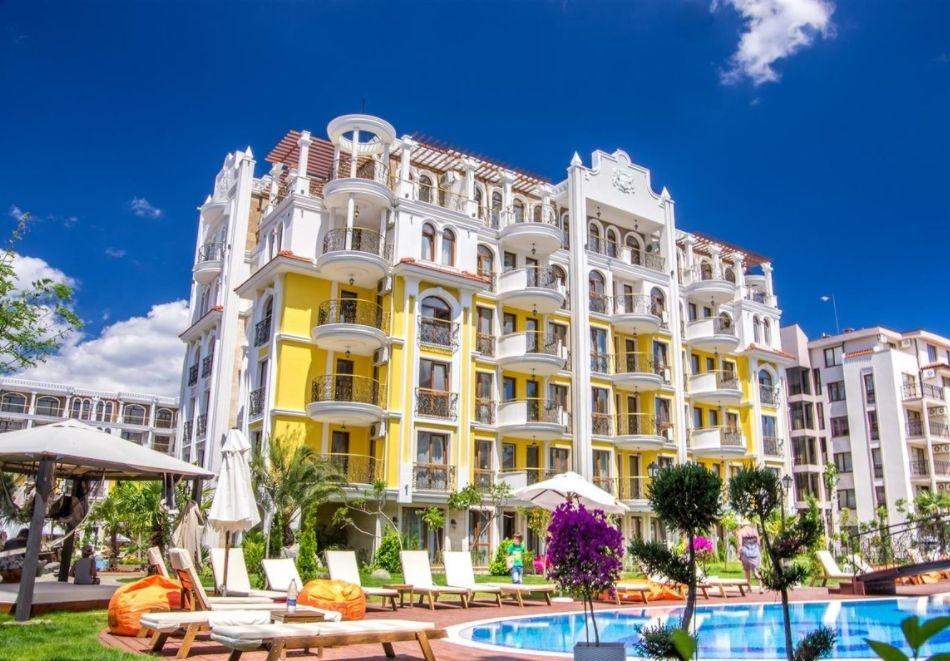 2+ нощувки на човек + басейн и релакс зона в хотел Хармони Суитс Монте Карло, Слънчев бряг