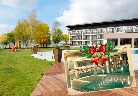 Коледа в Белчин Баня! 4 или 5 нощувки със закуски и празнични вечери за ДВАМА + закрит басейн с минерална вода и СПА пакет от хотел Белчин Гардън****