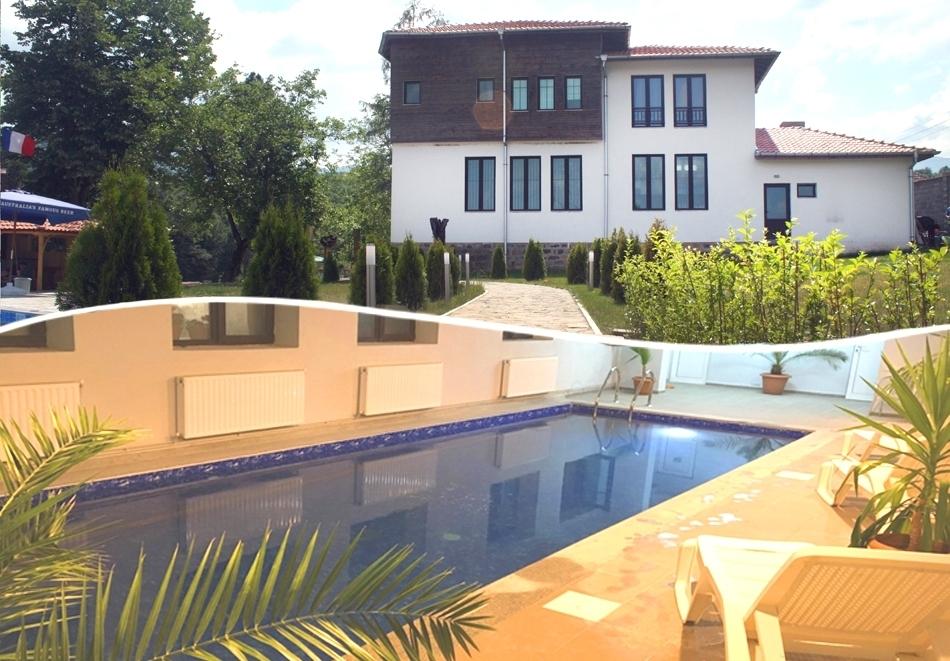 Почивка до Вършец! Нощувка на човек със закуска и вечеря + вътрешен топъл басейн от хотел Шато Слатина***