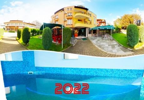 Нова година в Девин! 2 или 3 нощувки на човек със закуски и вечери, едната празнична + вътрешен басейн и джакузи в хотел Елит