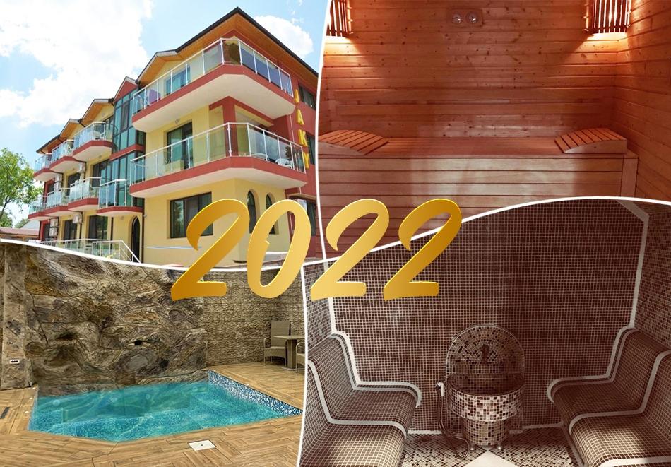 Нова година в Кранево! 2 или 3 нощувки на човек със закуски + Новогодишна вечеря с музика на живо + топъл басейн и релакс зона от хотел Жаки