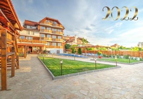 Нова година в Синеморец! Нощувка на човек със закуска, обяд, следобедно хранене и празнична вечеря от хотел Каса Ди Ейнджъл