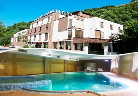 Нощувка на човек със закуска + басейн в хотел Лиани***. Бонус: при 2+ нощувки, една безплатна