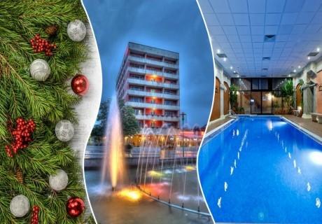 Коледа в Сандански! 2 или 3 нощувки на човек със закуски и две Празнични вечери + минерален басейн и СПА от Спа хотел Свети Никола****