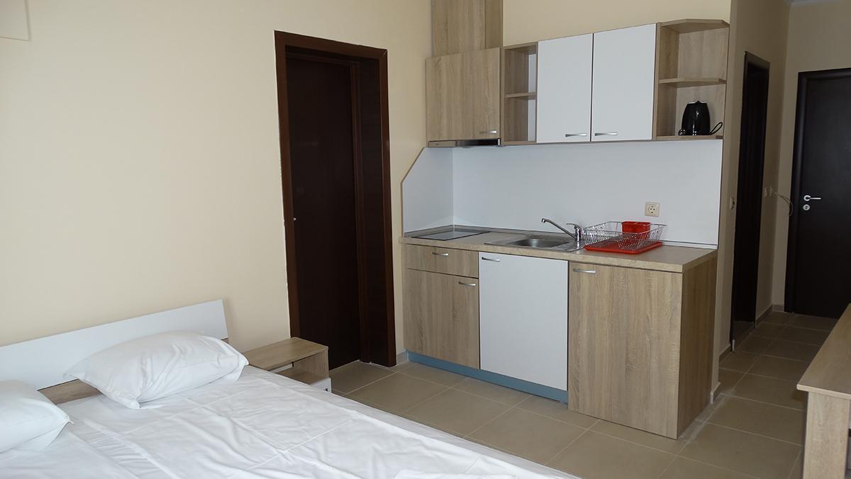 На ПЪРВА линия между Равда и Несебър! 2 или 3 нощувки на човек в студио с гледка море от Апартаментен комплекс Акротирия Бийч, снимка 5