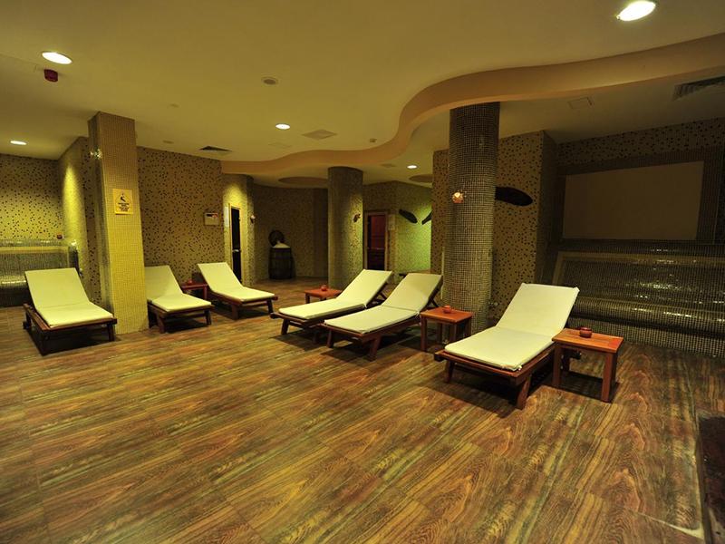 Нощувка на човек със закуска и вечеря + минерален басейн и релакс пакет в хотел Орбел****, Добринище, снимка 4