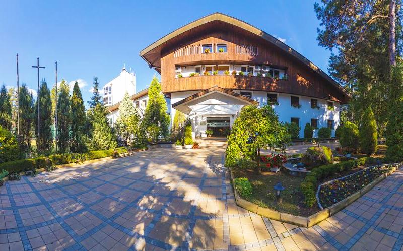 Нощувка на човек със закуска + басейн и релакс зона в хотел Борова гора, Пирдоп, снимка 2