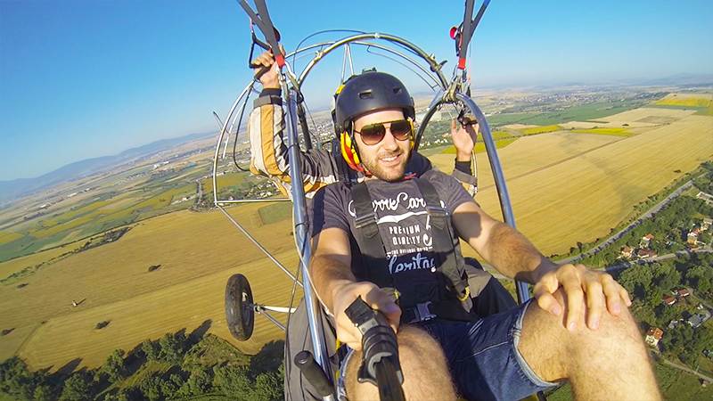Мотивационен полет с двуместен моторен парапланер близо до София от клуб Вертикал Дименшън, снимка 3