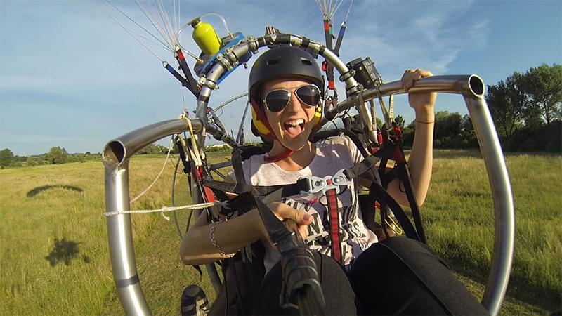 Мотивационен полет с двуместен моторен парапланер близо до София от клуб Вертикал Дименшън, снимка 4