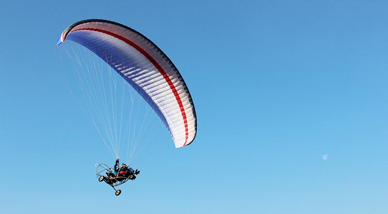 Мотивационен полет с двуместен моторен парапланер близо до София от клуб Вертикал Дименшън, снимка 2