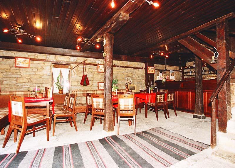 Наем на самостоятелна къща за 2 или 3 нощувки за до 17 човека + ползване на механа от Парлапанова къща, Боженци, снимка 7