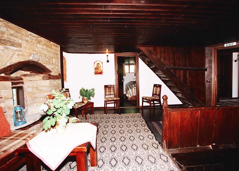Наем на самостоятелна къща за 2 или 3 нощувки за до 17 човека + ползване на механа от Парлапанова къща, Боженци, снимка 2
