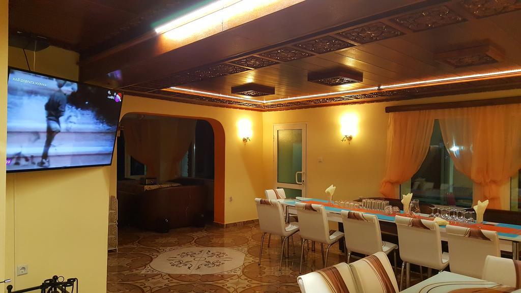 Нощувка на човек със закуска в хотел-ресторант Чукарите, Котел, снимка 8