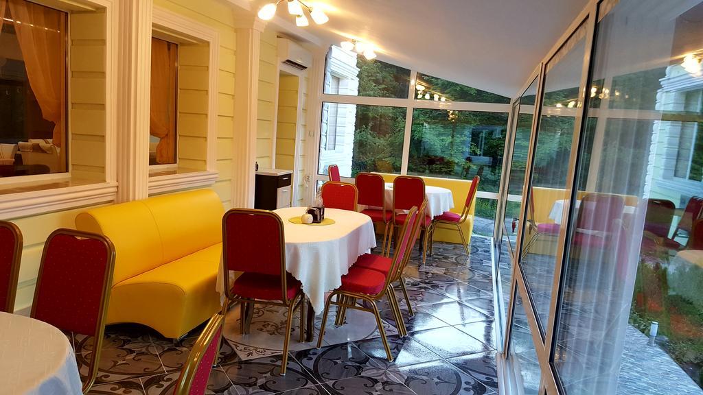 Нощувка на човек със закуска в хотел-ресторант Чукарите, Котел, снимка 9