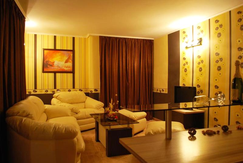 Нова година във Велинград! 3 нощувки на човек със закуски и вечери, едната празнична с DJ + басейн и уелнес център в хотел Холидей****, снимка 10