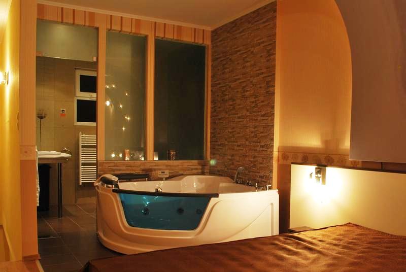 Нова година във Велинград! 3 нощувки на човек със закуски и вечери, едната празнична с DJ + басейн и уелнес център в хотел Холидей****, снимка 9