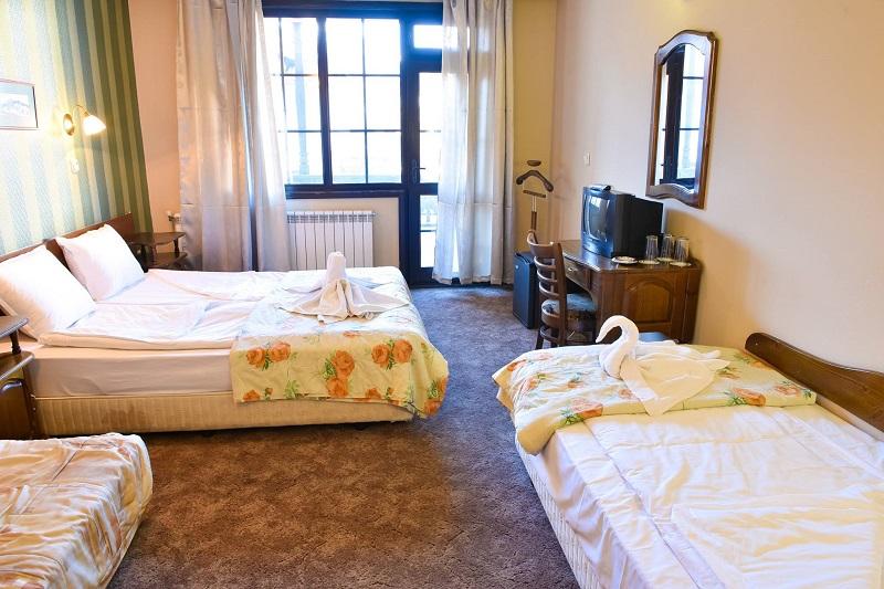 Зима в Банско! Нощувка за двама, трима или четирима в Семеен хотел Свети Георги Победоносец, снимка 4