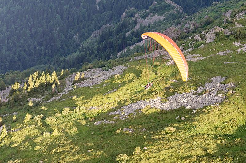 Тандемен полет с парапланер от склон от Сопот, Златица или Конявската планина от фирма Полети и приключения, снимка 5