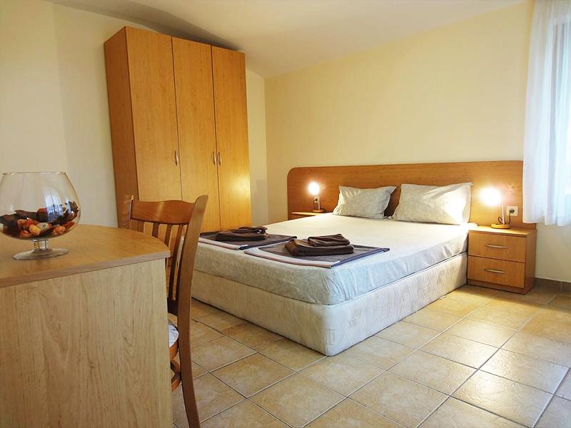Нощувка за ДВАМА + басейн на 250 метра от плажа в хотел Съмър Дриймс, Слънчев бряг!, снимка 4