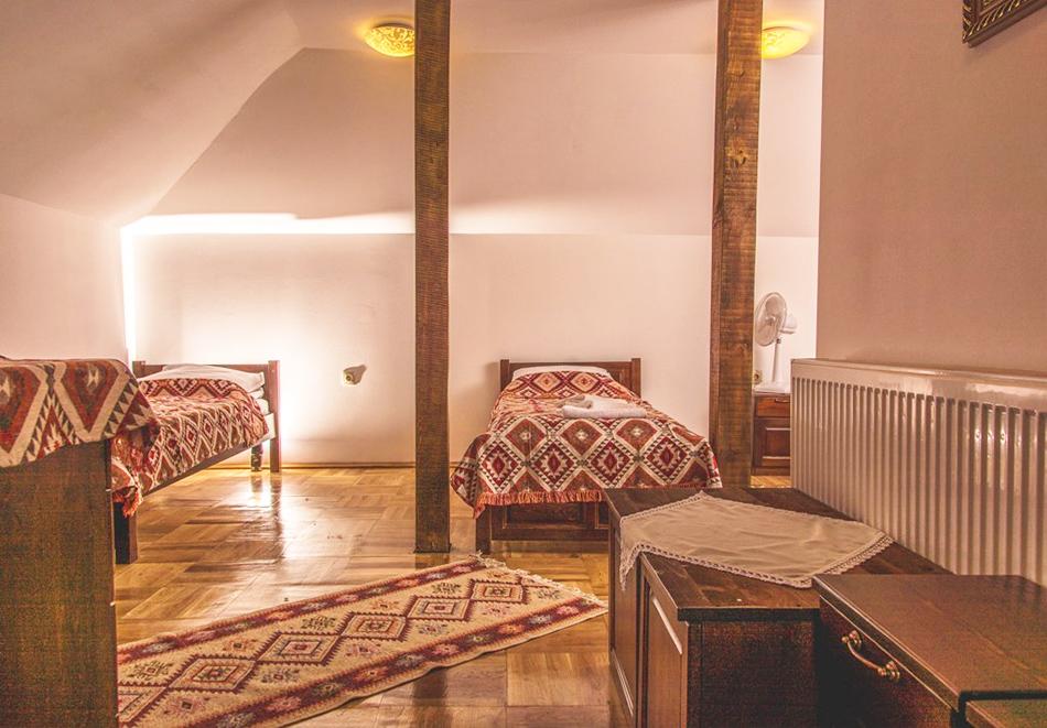 Наем за 1, 2 или 3 нощувки на самостоятелна къща за до 14 човека + барбекю, механа от къща за гости Боряна, село Борово, край Асеновград, снимка 7