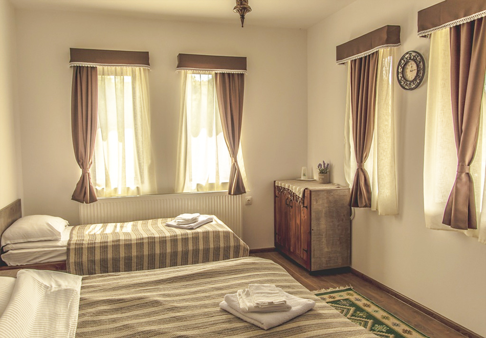 Наем за 1, 2 или 3 нощувки на самостоятелна къща за до 14 човека + барбекю, механа от къща за гости Боряна, село Борово, край Асеновград, снимка 4