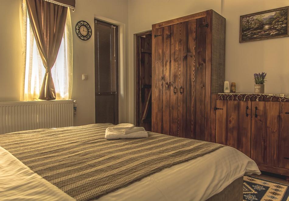 Наем за 1, 2 или 3 нощувки на самостоятелна къща за до 14 човека + барбекю, механа от къща за гости Боряна, село Борово, край Асеновград, снимка 3
