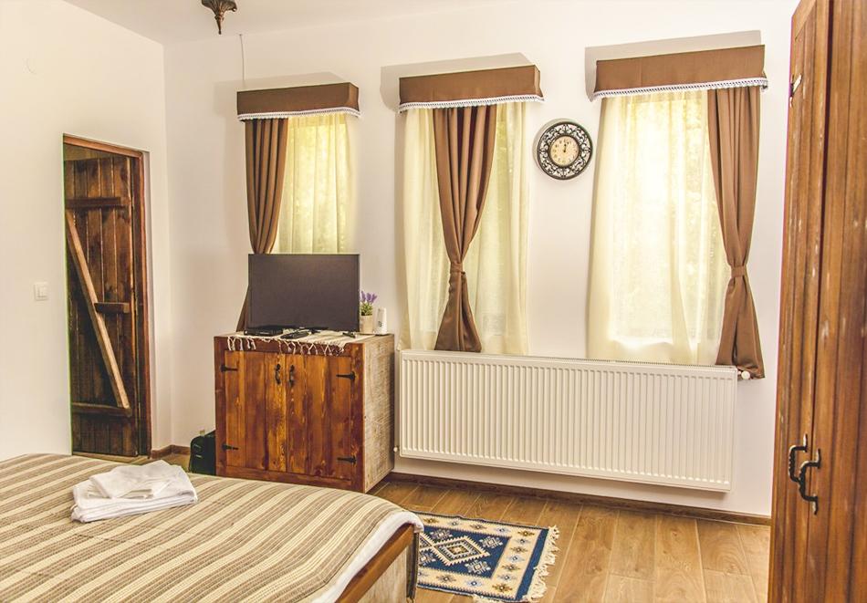 Наем за 1, 2 или 3 нощувки на самостоятелна къща за до 14 човека + барбекю, механа от къща за гости Боряна, село Борово, край Асеновград, снимка 8