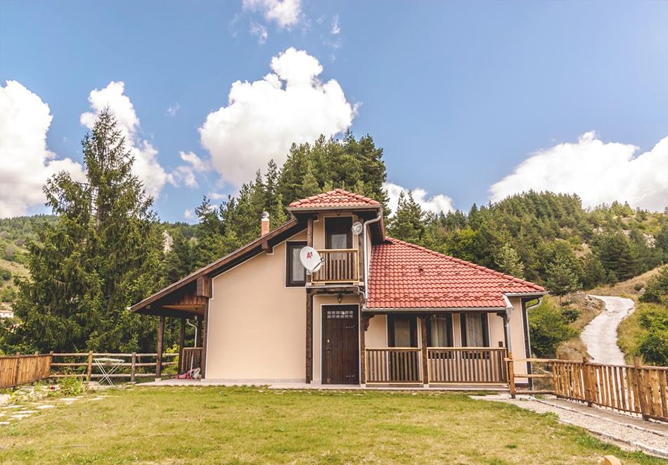 Наем за 1, 2 или 3 нощувки на самостоятелна къща за до 14 човека + барбекю, механа от къща за гости Боряна, село Борово, край Асеновград, снимка 14