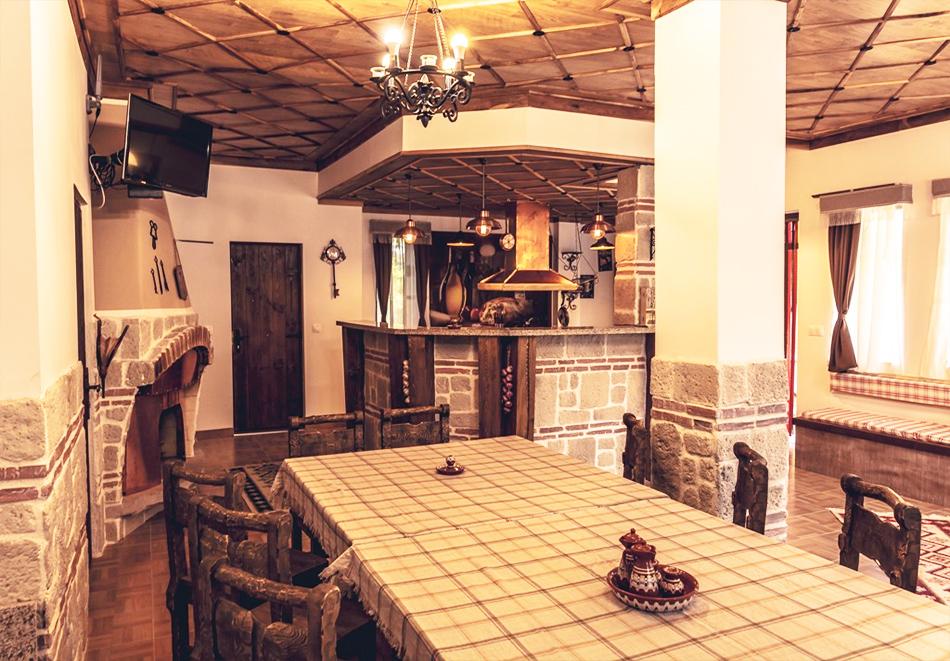 Наем за 1, 2 или 3 нощувки на самостоятелна къща за до 14 човека + барбекю, механа от къща за гости Боряна, село Борово, край Асеновград, снимка 12