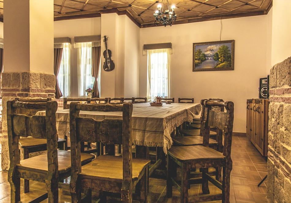 Наем за 1, 2 или 3 нощувки на самостоятелна къща за до 14 човека + барбекю, механа от къща за гости Боряна, село Борово, край Асеновград, снимка 10