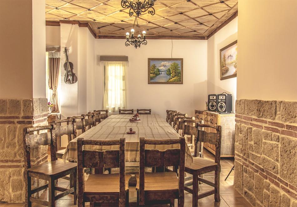 Наем за 1, 2 или 3 нощувки на самостоятелна къща за до 14 човека + барбекю, механа от къща за гости Боряна, село Борово, край Асеновград, снимка 9