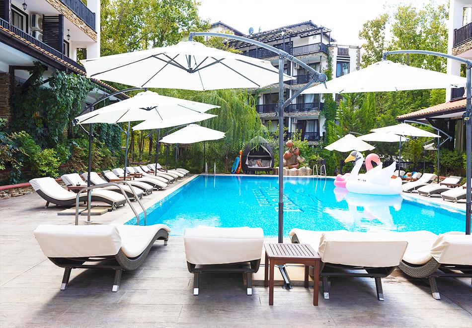 3+ нощувки на човек + басейн в комплекс Грийн Парадайс, Приморско, снимка 3
