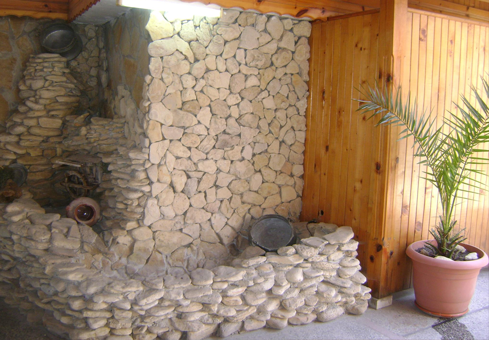 През Май и Юни в Поморие. Нощувка на човек със закуска само за 24 лв. в хотел Стаси, снимка 3