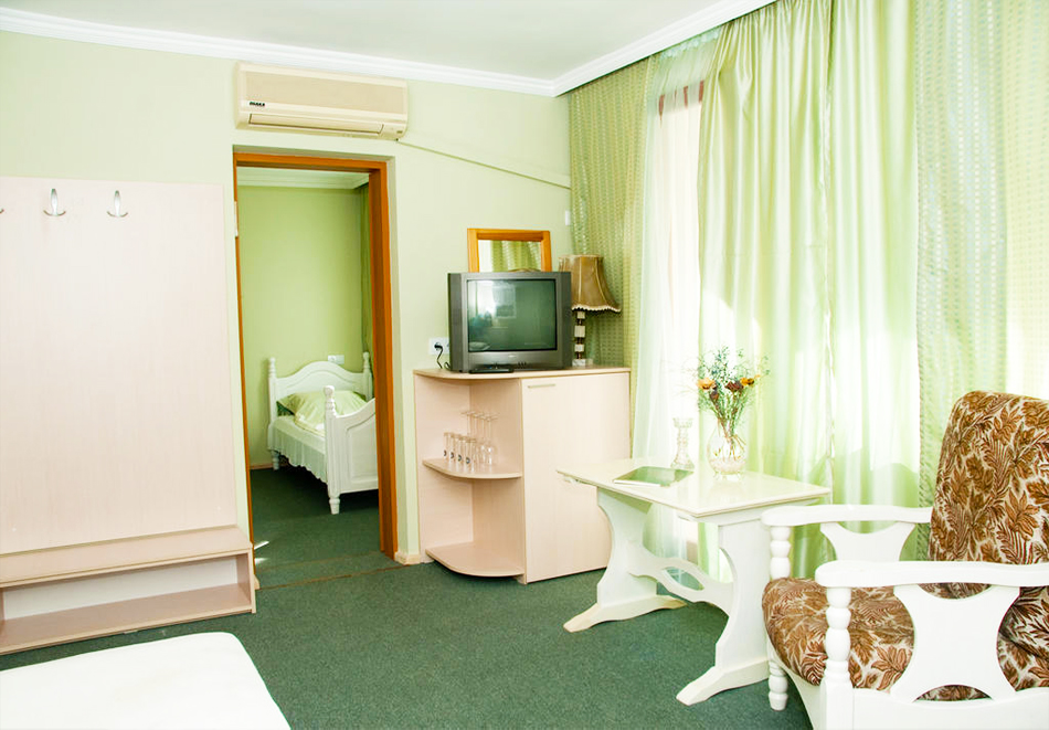 Великден в хотел Боряна, кв. Крайморие, Бургас! 3, 5 или 7 нощувки на човек със закуски + празничен обяд, снимка 10