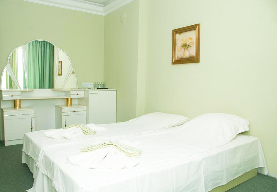 Великден в хотел Боряна, кв. Крайморие, Бургас! 3, 5 или 7 нощувки на човек със закуски + празничен обяд, снимка 6