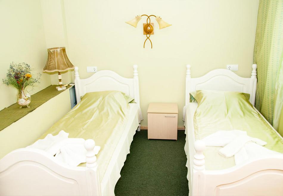 Великден в хотел Боряна, кв. Крайморие, Бургас! 3, 5 или 7 нощувки на човек със закуски + празничен обяд, снимка 8