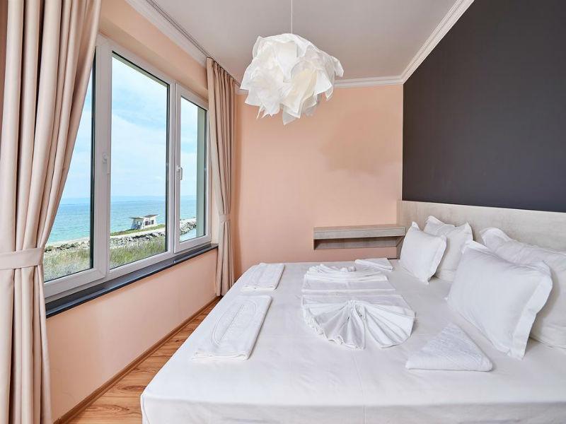 Нощувка в апартамент с капацитете 6 или 8 човека, на 10м. от плажа в Ботабара дел Мар Апартмънтс, Поморие, снимка 3