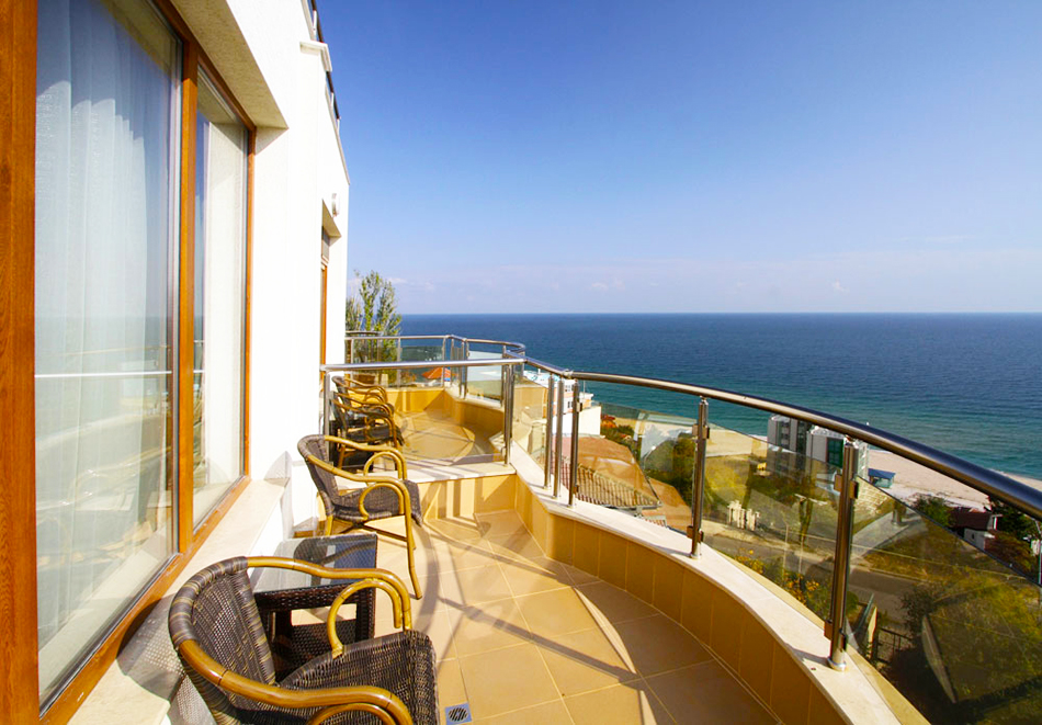 Нощувка на човек със закуска + басейн  в хотел Аква Вю****, Златни пясъци. Дете до 13г. – безплатно!, снимка 11