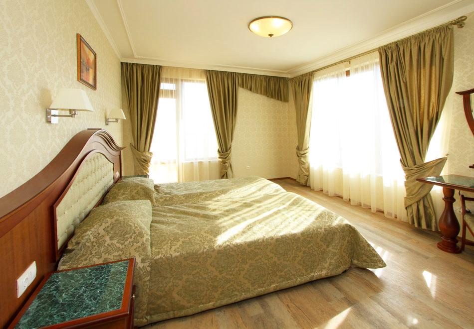 Нощувка на човек със закуска + басейн  в хотел Аква Вю****, Златни пясъци. Дете до 13г. – безплатно!, снимка 10