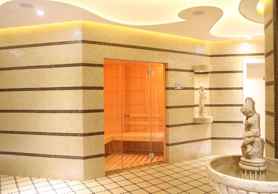Нощувка на човек със закуска + басейн  в хотел Аква Вю****, Златни пясъци. Дете до 13г. – безплатно!, снимка 8