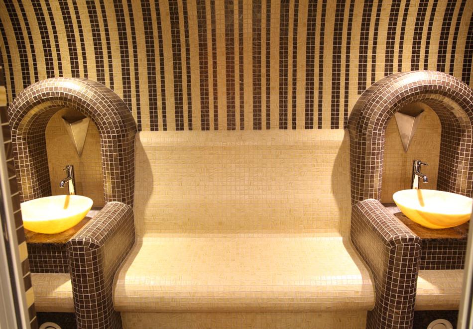 Нощувка на човек със закуска + басейн  в хотел Аква Вю****, Златни пясъци. Дете до 13г. – безплатно!, снимка 6