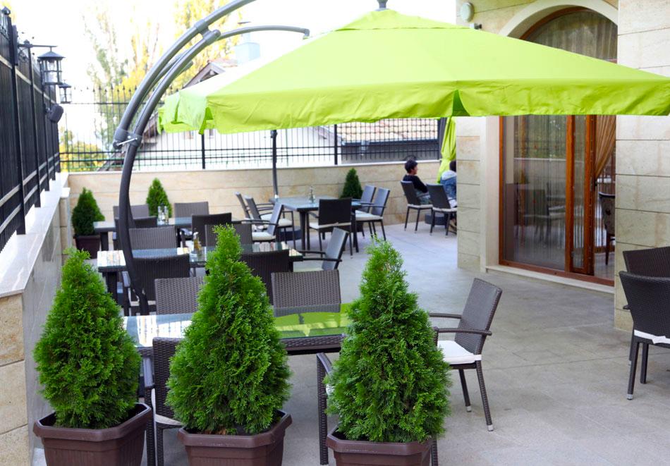 Нощувка на човек със закуска + басейн  в хотел Аква Вю****, Златни пясъци. Дете до 13г. – безплатно!, снимка 14