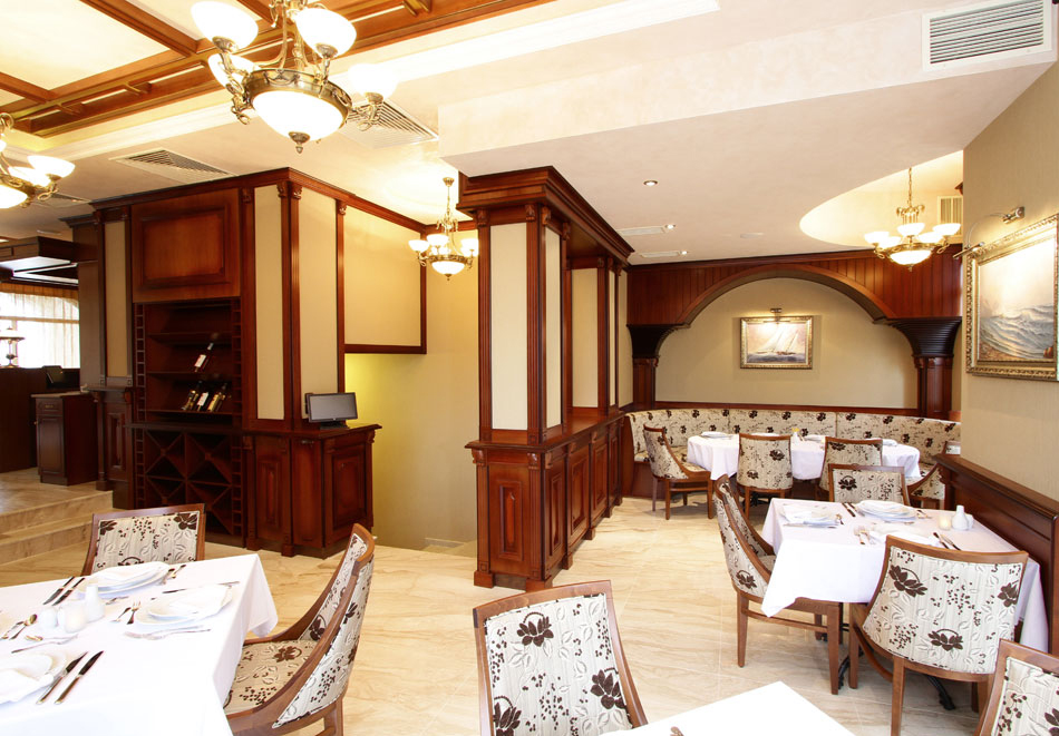Нощувка на човек със закуска + басейн  в хотел Аква Вю****, Златни пясъци. Дете до 13г. – безплатно!, снимка 13