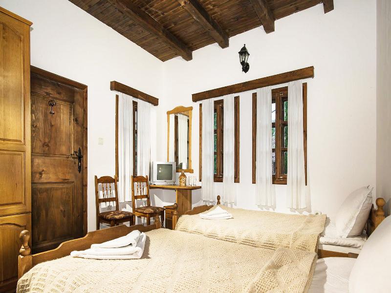 Костадиновите къщи хотел Съни Хилс и СПА, гр. Елена, снимка 7