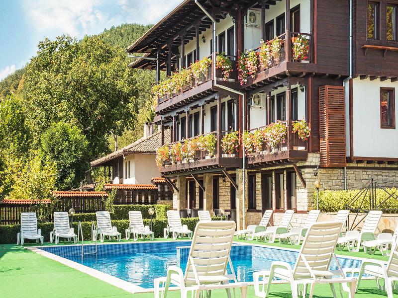 Костадиновите къщи хотел Съни Хилс и СПА, гр. Елена